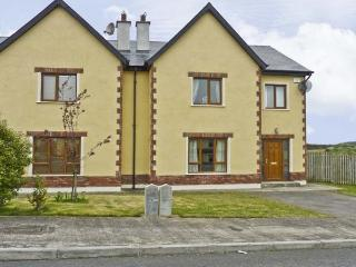KELLY COTTAGE, pet friendly, with a garden in Courtown, County Wexford, Ref 4635 - Courtown vacation rentals
