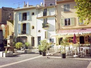 Townhouse apartment in Frejus on the Cote d'Azur - Cote d'Azur- French Riviera vacation rentals