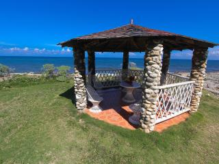 Golden Sun Villa (Private beach, Pool) - Discovery Bay vacation rentals