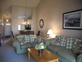 Ocean Edge Upper Level Sleeps 6 with 1 A/C & 6 Pool Passes (fees apply) - EA0421 - Brewster vacation rentals