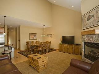 Upgraded Town home, Hot Tub! 8/27-9/10 $179/nt! - Silverthorne vacation rentals