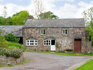 THE CIDER HOUSE, family friendly, character holiday cottage, with a garden in Llanddewi Skirrid, Ref 7191 - South East Wales vacation rentals