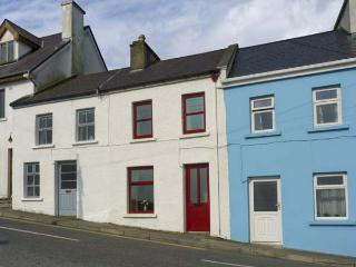 SWEENEY COTTAGE, with a garden in Roundstone, County Galway, Ref 4643 - Roundstone vacation rentals