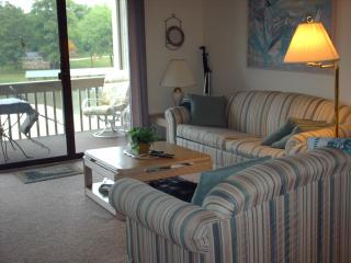 Lake of Ozarks - 2 Bdr - On The Lake - No Steps !! - Lake of the Ozarks vacation rentals