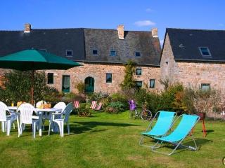 Old typical Cottage 8 Persons Mt St Michel France - Mont-St-Michel vacation rentals