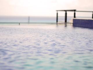 2 bdr condo, great locat, rooftop pool w/sea views - Playa del Carmen vacation rentals