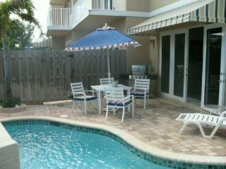 4 BDRM - 4.5 BATH -LUXURY TWNHSE -CLOSE TO BEACH - Lauderdale by the Sea vacation rentals