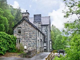 BRYN CEMLYN, pet friendly, country holiday cottage, with a garden in Ganllwyd, Ref 4588 - Ganllwyd vacation rentals