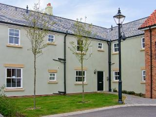 PERRIWINKLE, ground floor apartment, with pool in Filey, Ref 7410 - Filey vacation rentals
