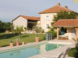 Tresbos farmhouse with private pool - Midi-Pyrenees vacation rentals