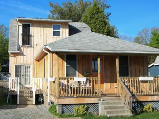 3 Bedroom Cottage  Down Town Niagara-On-The-Lake - Niagara-on-the-Lake vacation rentals