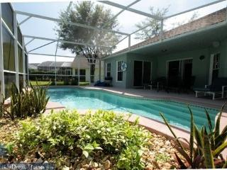 Family 3 Bed/2Bath Pool Home only x.x miles to the Disney Entrance - Kissimmee vacation rentals