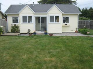 C Lily Cottage in Trinidad - 2 Bedroom Cottage w/ nice yard by Lighthouse - North Coast vacation rentals
