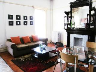 Magnificently Large 1BR Apt Apt-12 min to Manhatta - Brooklyn vacation rentals