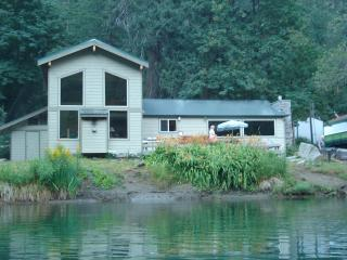 Leavenworth Waterfront with Hot Tub - North Cascades Area vacation rentals