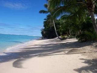 ABSOLUTE BEACHFRONT VILLA Right on Raro,s Best Bch - Rarotonga vacation rentals