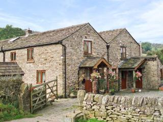 CURLEW COTTAGE, pet friendly, character holiday cottage, with a garden in Sutton Near Macclesfield, Ref 7870 - North West England vacation rentals