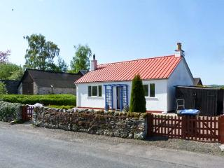 THE BUNGALOW, pet friendly, country holiday cottage, with a garden in Jedburgh, Ref 6296 - Jedburgh vacation rentals