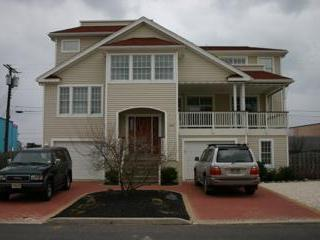 Exterior Front - Beautiful Bayside Modern Home with Convenience - Long Beach Township - rentals