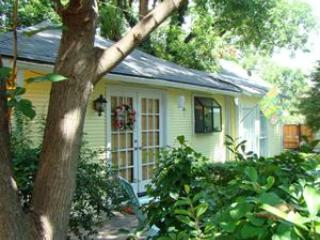 Welcome to the Guest House - Abby Guest House - The Perfect Home Away From Home - Dallas - rentals