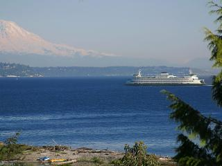 De-luxe beach, private 1 bdrm suite near downtown - Puget Sound vacation rentals