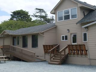 Sea Haven's Guest House: 6 Bedroom-Close to Beach! - Rockaway Beach vacation rentals