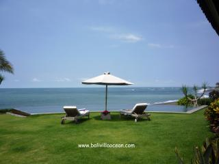 Bali Beach Villa Ocean: most amazing beachfront ! - Canggu vacation rentals