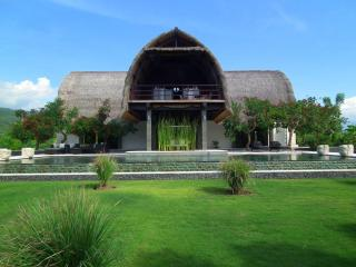 A stunning architect designed contemporary villa, set right on the beach of Lovina in Northern Bali. - Bali vacation rentals