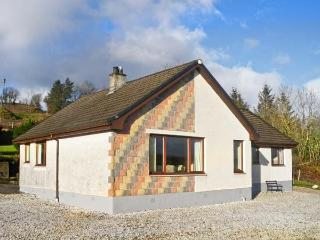NEVIS VIEW, family friendly, country holiday cottage, with a garden in Teangue, Ref 5764 - Teangue vacation rentals