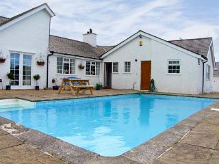 ABER EILIAN BACH , pet friendly, with pool in Llaneilian, Isle Of Anglesey, Ref 7892 -  Llaneilian vacation rentals