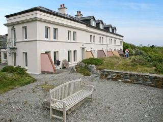 NO 4 CROOKHAVEN COASTGUARD COTTAGES, pet friendly, with a garden in Goleen, County Cork, Ref 4660 - County Cork vacation rentals