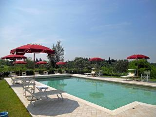Villa Maura in Tuscany: pool, private garden & BBQ - Fucecchio vacation rentals