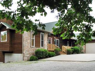 CanUCanoe Hillcrest Lodge 5BR Riverview LuxuryHome - Eureka Springs vacation rentals