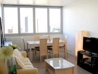 Spacious 27th Floor w/ AMAZING View - 13th Arrondissement Gobelins vacation rentals
