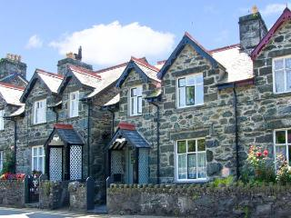 TREVLYN, family friendly, witha garden in Llanbedr, Ref 7997 - Snowdonia National Park Area vacation rentals