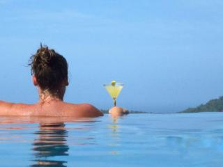 Sundowner - Beautiful apartment with infinity pool and incredible views - Moriah vacation rentals