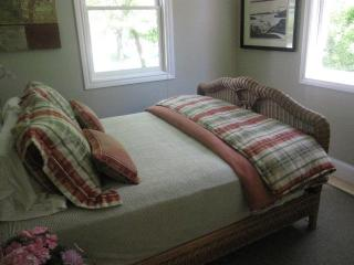 2 Bedroom Cottage just steps from the Sonoma Plaza - Sonoma vacation rentals