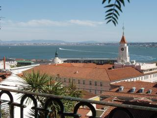full river view luxury apartment with garden - Lisbon vacation rentals
