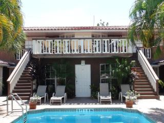 Studio apts,close to beach, shops & restaurants! - Fort Lauderdale vacation rentals