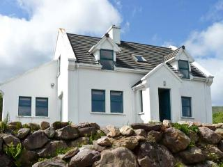 MOUNT BRANDON COTTAGE, family friendly, with a garden in Cloghane, County Kerry, Ref 4665 - Dingle Peninsula vacation rentals