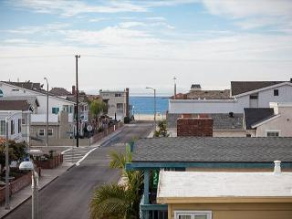 Contemporary Home, Walking Distance to Beach! Rooftop Deck! (68220) - Newport Beach vacation rentals