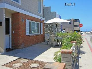 Popular 3 Bedroom Lower Unit! Steps to the Beach! (68184) - Newport Beach vacation rentals