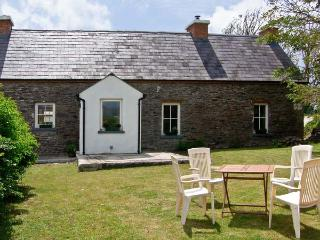 BROSNAN'S COTTAGE, family friendly, character holiday cottage, with a garden in Ventry, County Kerry, Ref 4675 - County Kerry vacation rentals