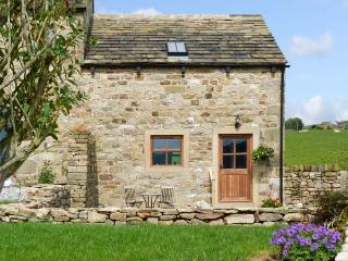 LEYFIELD BARN, family friendly, luxury holiday cottage, with a garden in Ilkley, Ref 6843 - Ilkley vacation rentals