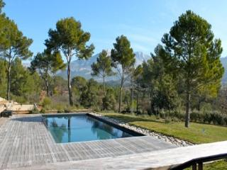 Lovely House with 5 Bedroom in Bouches-du-Rhone (187563) - Aix-en-Provence vacation rentals