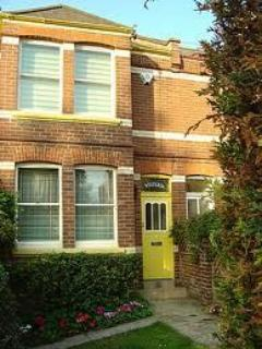 wisteria main view - 4 bed roomy house great for beaches and cathedral - Exeter - rentals