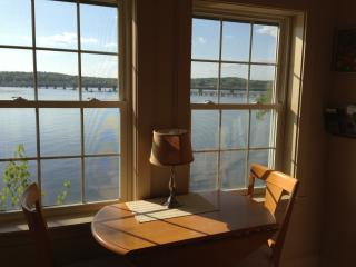 Table for two overlooking the water. - The Moxie Oceanfront Luxury Cottage