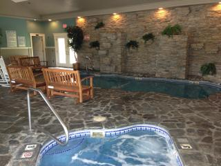 Hot tub & pool. - The Moxie Oceanfront Luxury Cottage