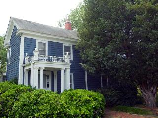 Charm and Romance in the Heart of Irvington, Va - Irvington vacation rentals
