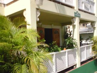 SUNBEAMS - CHARMING GARDEN APARTMENT - Paynes Bay vacation rentals